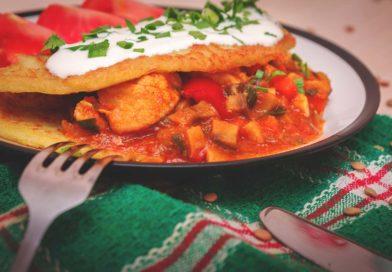 Драники с мясом и овощами, по-венгерски