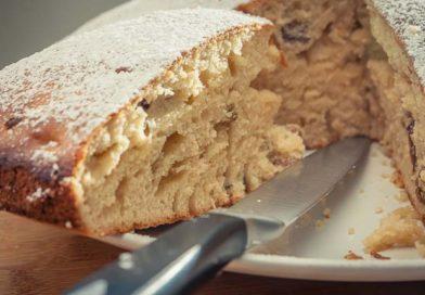 приготовленный дома пирог из яблочно-грушевого варенья