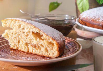 простой пирог из яблочно-грушевого варенья