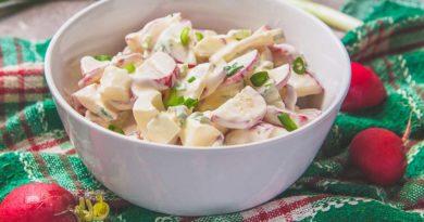 Салат из редиски с яйцом и сметаной