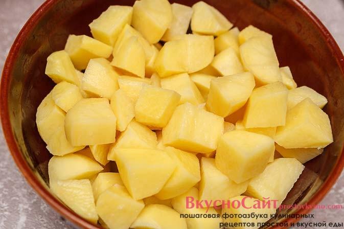 картофель нарезаю небольшими брусочками