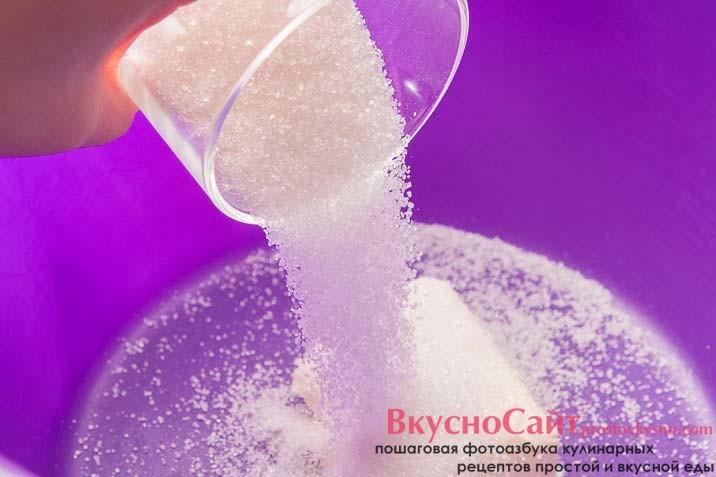 потом добавляю в масло сахар