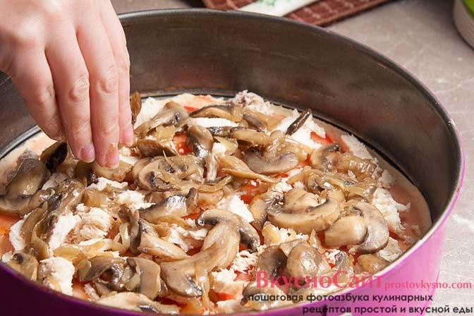 на курицу выкладываю грибы