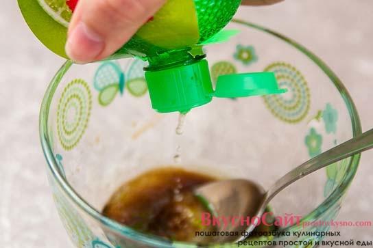 добавляю в глазурь концентрированный сок лайма