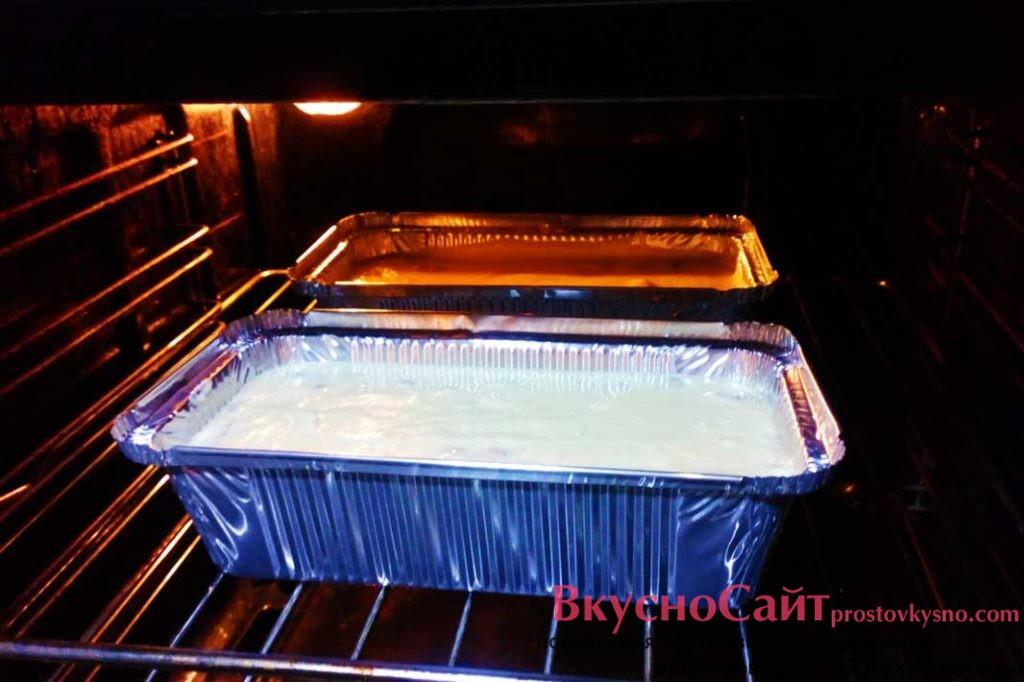 выпекаю львовский сырник в разогретой до 190 градусов духовке 40-45 минут