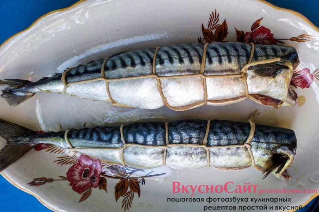 обвязываю рыбу кулинарной нитью