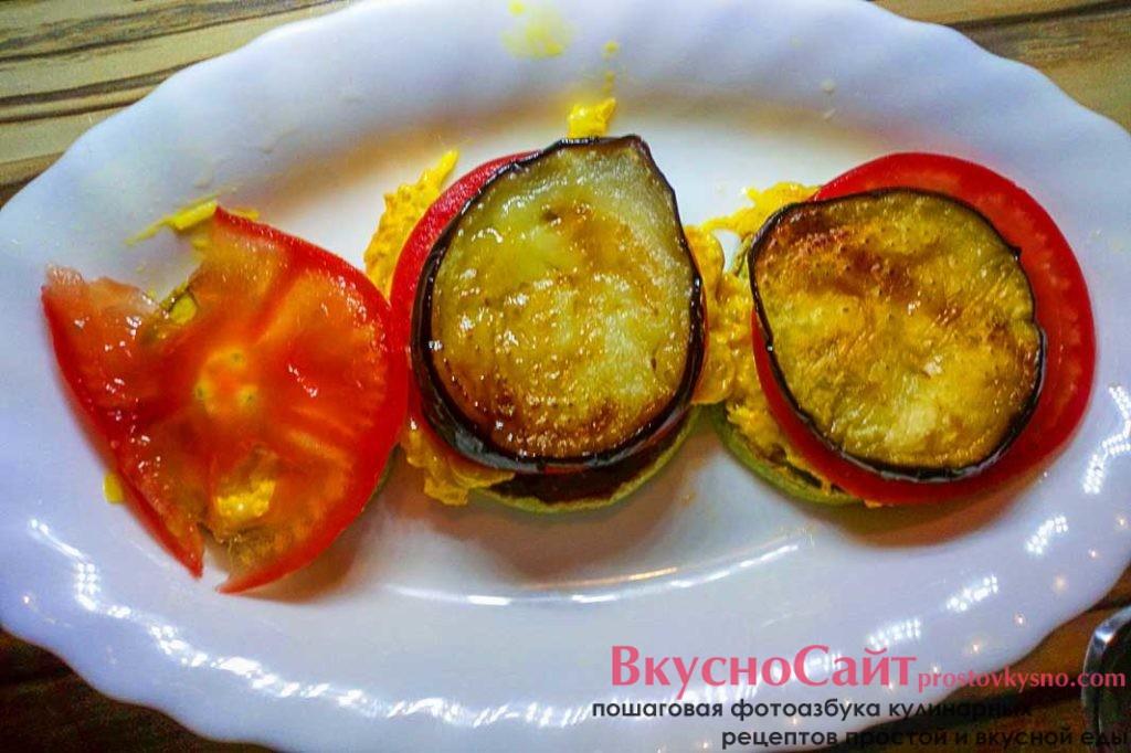 на помидоры кладу жареные баклажаны