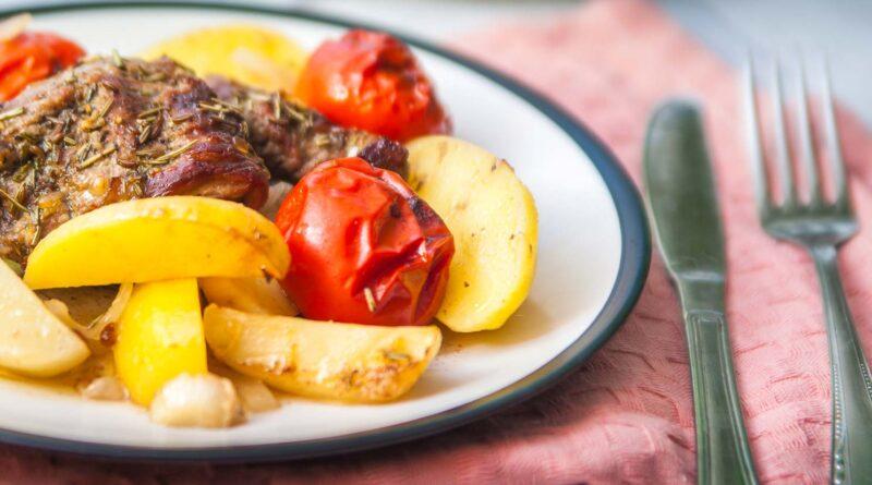 Баранина с овощами в духовке