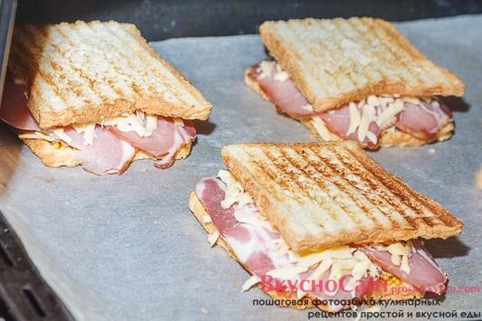 ставлю сэндвичи в заранее разогретую до 220 градусов духовку на 3-5 минут