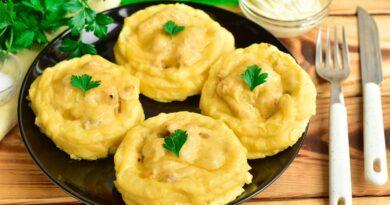 Простой рецепт картофельных гнезд с фаршем в духовке