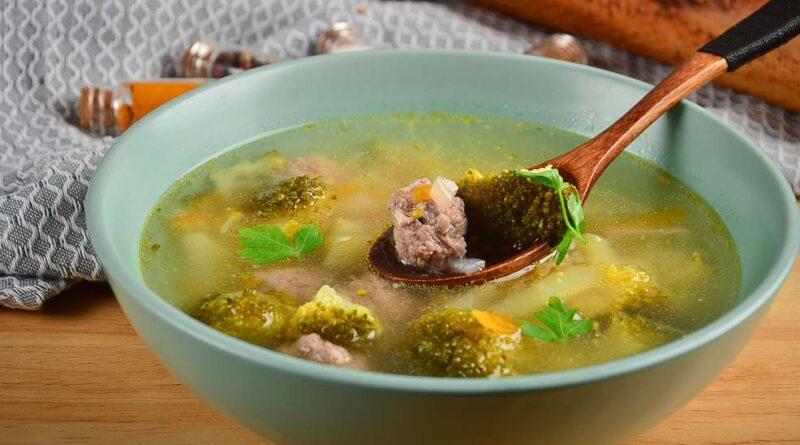 Суп с брокколи и фрикадельками