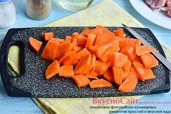 морковь очищаю и нарезаю ее