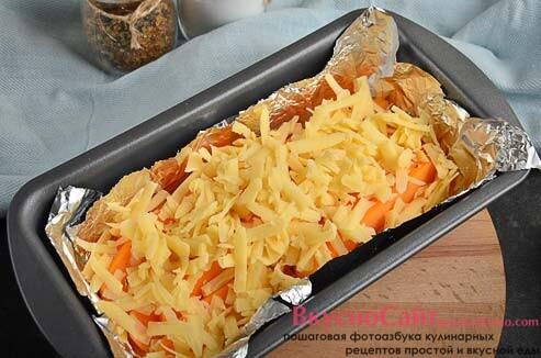 посыпаю тыкву сыром и отправляю в разогретую до 180 градусов духовку на 30 минут