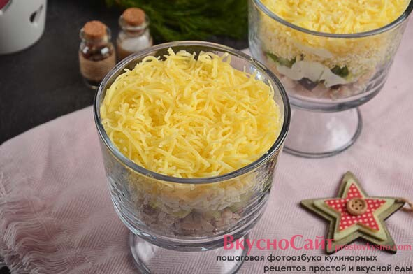 завершающий слой – тертый сыр