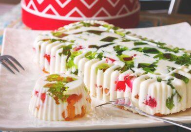 Десерт «Битое стекло» с молоком и сметаной