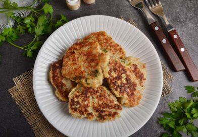 Простой рецепт свиных котлет с творожным сыром и зеленью