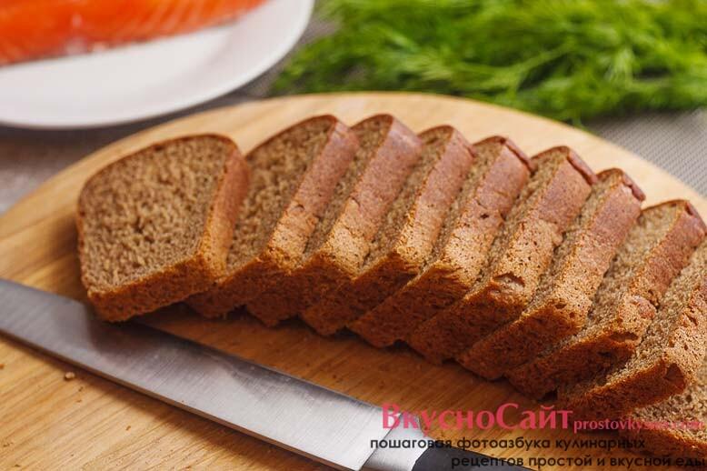 хлеб нарезаю на кусочки