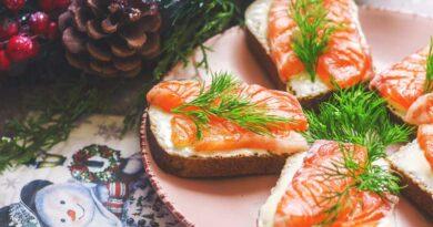 Бутерброды с красной рыбой и плавленым сыром