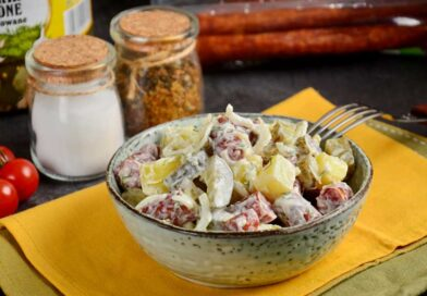 Мжской салат с охотничьими колбасками