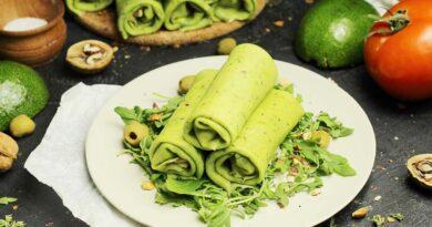 Блинчики из шпината с лососем и авокадо в домашних условиях