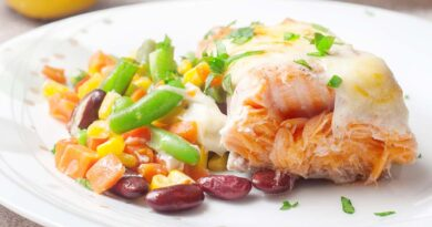 Лосось, запеченный в духовке с овощами