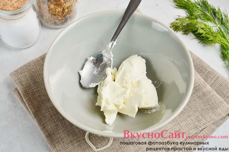 в глубокую миску кладу творожный сыр
