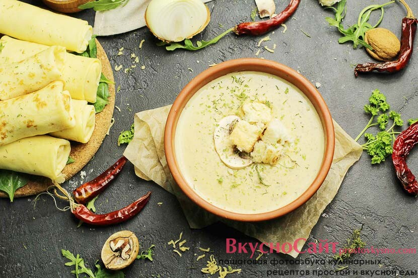 Крем-суп с шампиньонами и плавленым сыром
