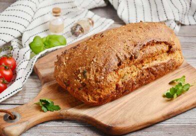 Хлеб из цельнозерновой муки с семечками в духовке