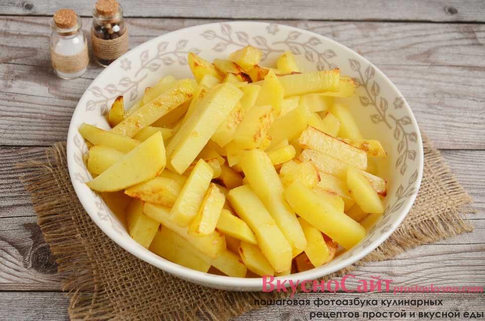 обжаренную картофельную соломку достаю из чаши