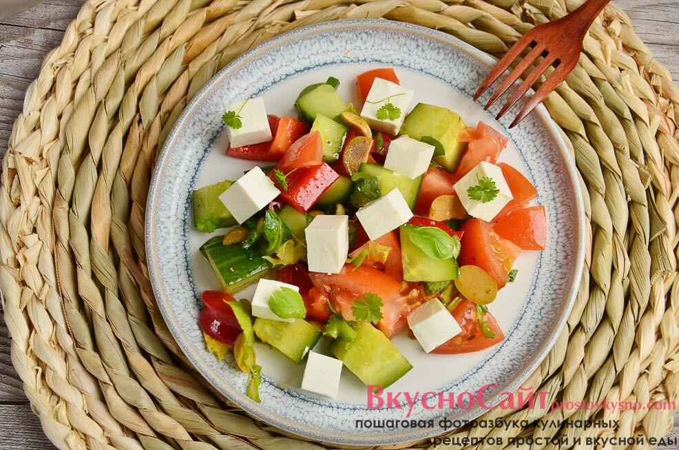 Греческий салат с тофу в домашних условиях