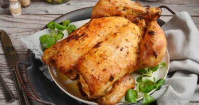 Курица, фаршированная грибами и чесноком