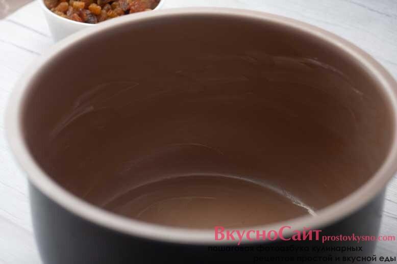 чашу мультиварки смазываю сливочным маслом