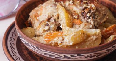 Картофель с курицей в рукаве в духовке