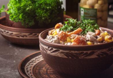 Салат с маринованными опятами и курицей