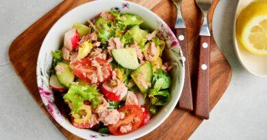 Испанский салат с тунцом и овощами