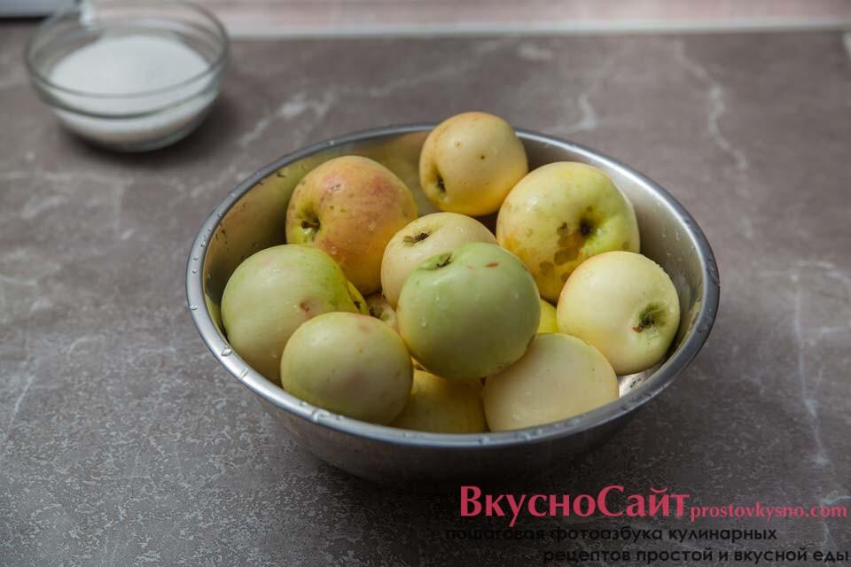 яблоки Белый налив хорошо мою, сразу убираю порченые и битые, для консервации они не подойдут