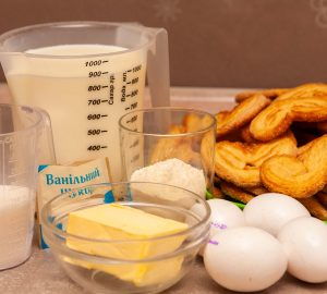 Необходимые продукты для приготовления наполеона из ушек