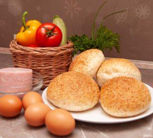 Ингредиенты, необходимые для запекания в духовке булочки с яйцом